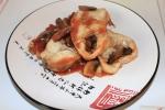 Хек в томатном соусе с грибами