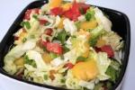 Салат из капусты, перца и помидор