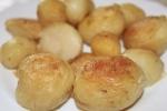 Молодой картофель с золотистой корочкой
