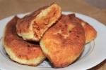 Пирожки из творожного теста с капустой