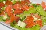 Салат с семгой, грейпфрутом и авокадо
