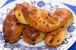 Луковые булочки из творожного теста