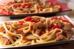 Спагетти с мясом и овощами в соевом соусе