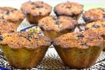 Ореховые кексы (маффины) с ягодами на яичных белках