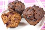Шоколадные кексы (маффины) с черной смородиной