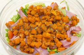 Салат с пряной тыквой, балыком и помидорами черри