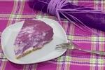 Двухцветный творожный торт с ягодами (без выпечки)