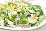 Салат с тунцом, фетой и кукурузой