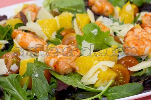 Салат с креветками и миксом салата