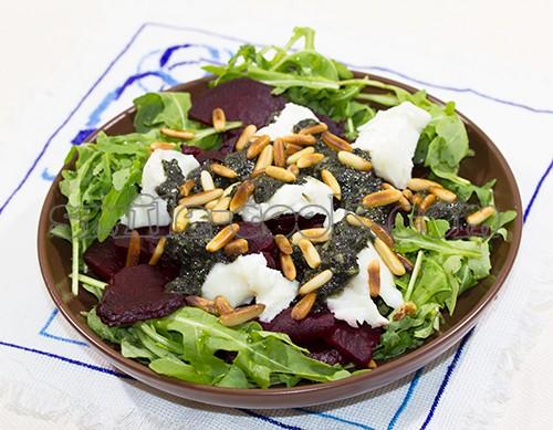 Салат свекла руккола козий сыр