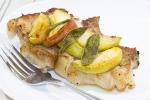 Свиные отбивные в стиле ретро с яблоками и шалфеем от Джейми Оливера