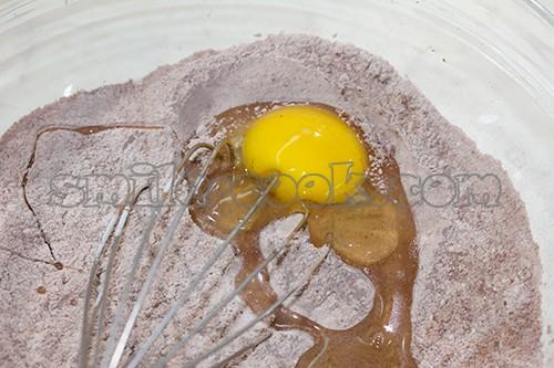 яйцо и мучная смесь