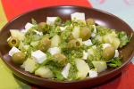 Картофельный салат с оливками и фетой