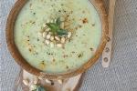 Холодный суп-пюре из патиссона с йогуртом, мятой и кедровыми орешками