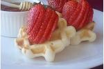Вафли на рисовой муке с клубникой и медом