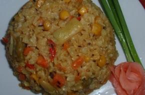 Нешлифованный рис с овощами