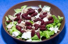 Салат с фетой, тунцом и фасолью