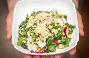 Салат из свежих овощей и гриллированного пармезана