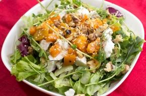 Салат с тыквой, фетой и грецкими орехами