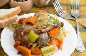 Кролик, запеченный с овощами